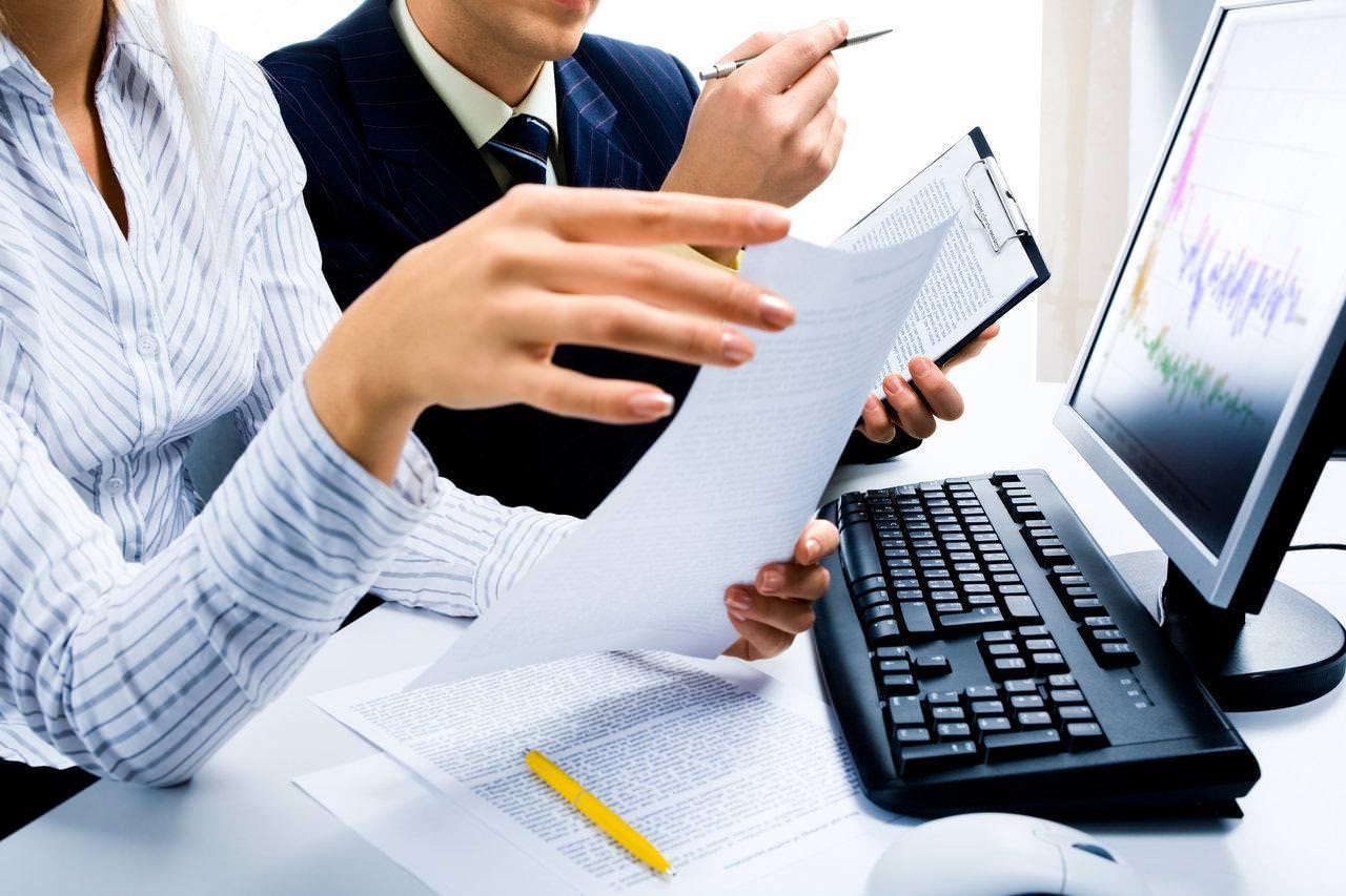 Послуги з купівлі-продажу корпоративних прав компаній, що мають об'єкти надрокористування